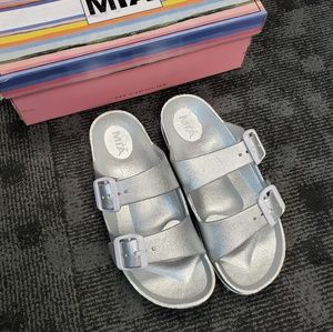 NWT Dual Buckle Footbed Sandal